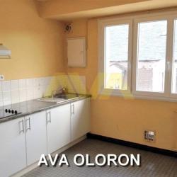 Appartement F3 avec balcon centre d'oloron