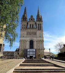 Investissement-vue sur la cathédrale d'angers