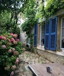 Vente de prestige maison / villa Montfort l amaury 770000€ - Photo 2
