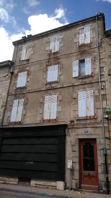 Centre bourg - Immeuble à rénover- sur cour-