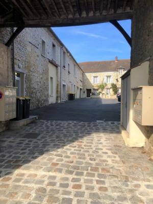 Charmant F2 récent avec parking au cœur du village