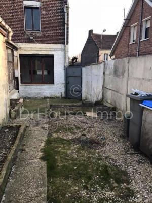 Maison semi individuelle avec 3 garages dont 2 non attenant