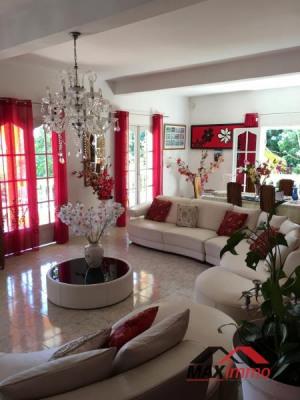 Villa ste suzanne - 8 pièce (s) - 250 m²