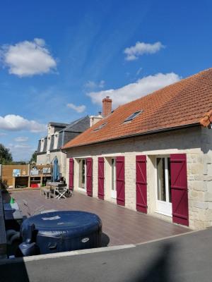 Idéalement située à 3 km de l'axe Caen/Bayeux