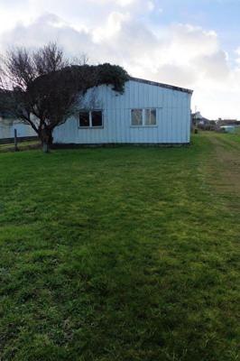 Terrain avec hangar