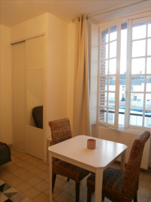 Studio meublé proche château