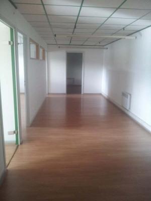 A la tour du pin bureau au 1er etage de 85m² avec gd couloir