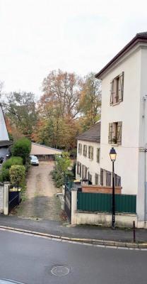 F2 avec terrasse et parking