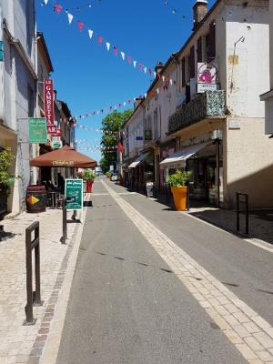 Local commercial Aire Sur L Adour 2 pièce (s) 50 m²