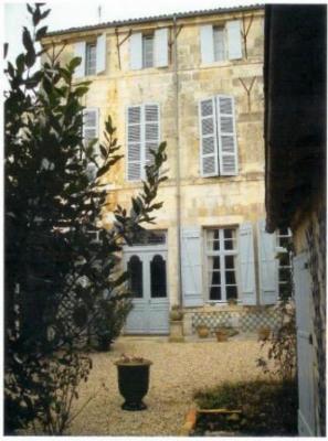 A VENDRE Demeure de caractère SAINTES - 11 pièce (s) - 406 m²