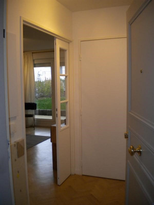 Super Stylish 1 bedroom apt with garden near Campus
