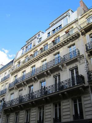 Appartement rénové de 4 pièces 120 m² + balcon. Parking et cave