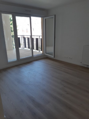 Appartement deux pièces avec balcon- centre montmagny