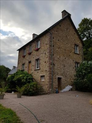 PROPRIÉTÉ DE CARACTÈRE. Cette ensemble comprend une maison d'habitation de 150 m² avec vaste salle-salon, ...