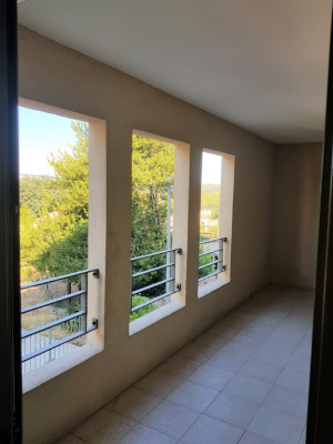 Lambesc à louer appartement T3 de 64 m² avec terrasse et garage