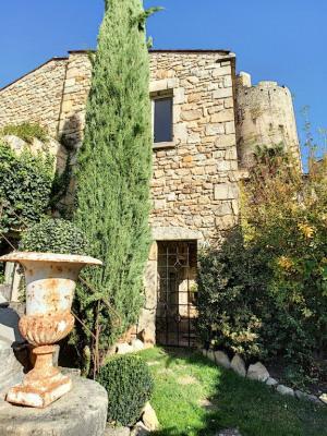 Maison de caractère -jardin et garage -montpeyroux -7 pièces-