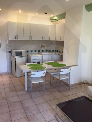 A louer T2 meublé duplex en centre ville Saint-Rémy-de-Provence