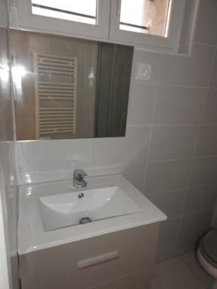 Rental apartment Bourgoin jallieu 280€ CC - Picture 3