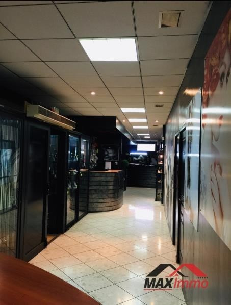 Location local commercial St denis 1644€ HT/HC - Photo 2