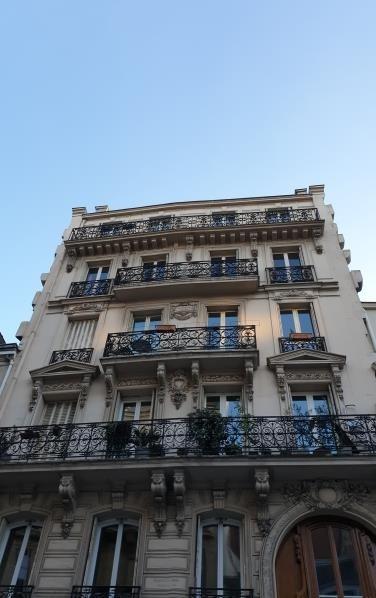 Deluxe sale apartment Paris 10ème 1760000€ - Picture 1