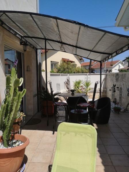 Sale house / villa Roussillon 147000€ - Picture 1