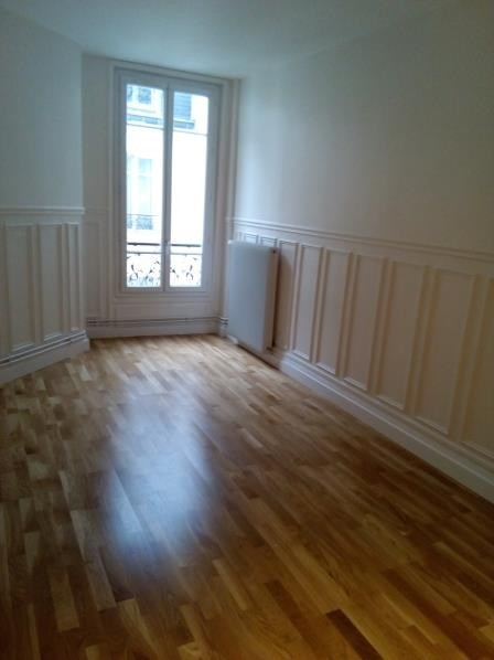 Location appartement Paris 17ème 1 374€ CC - Photo 3