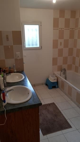 Location maison / villa St julien l'ars 895€ CC - Photo 5