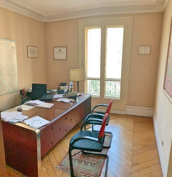 Deluxe sale apartment Paris 10ème 1 250 000€ - Picture 6