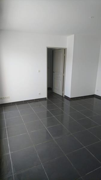 Location appartement Nimes 695€ CC - Photo 3