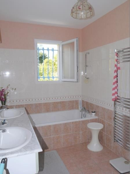 Sale house / villa Gemozac 240 350€ - Picture 8
