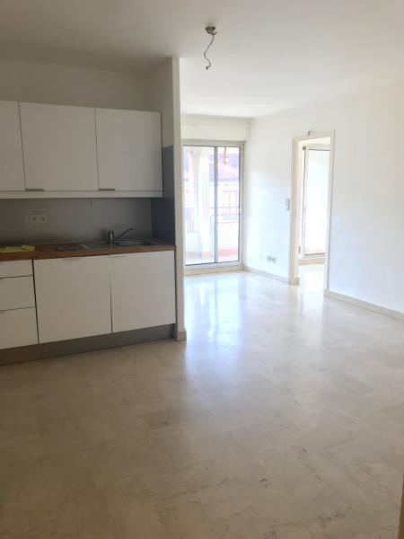 Location appartement Annecy 881€ CC - Photo 3