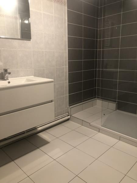 Rental apartment Ste colombe 890€ CC - Picture 6