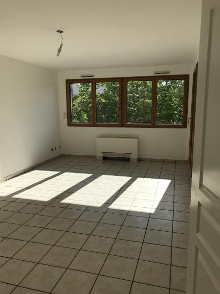 Rental apartment Villeurbanne 849€ CC - Picture 1