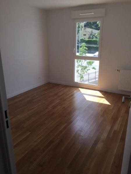 Rental apartment Bron 790€ CC - Picture 2