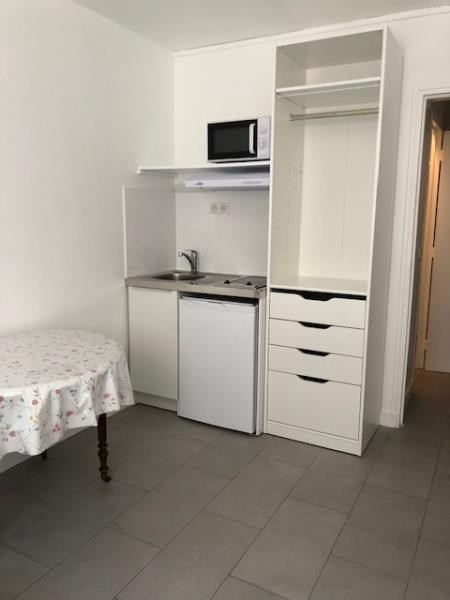 Location appartement Paris 14ème 650€ CC - Photo 2