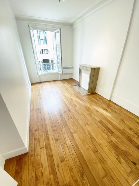 Sale apartment Paris 10ème 649000€ - Picture 3