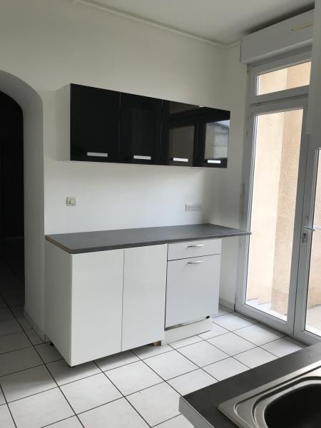 Location appartement Sathonay camp 850€ CC - Photo 2