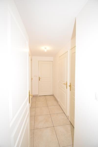 Sale apartment Charbonnieres les bains 340000€ - Picture 3