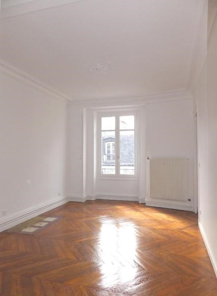 Location appartement Paris 9ème 2 410€ CC - Photo 5