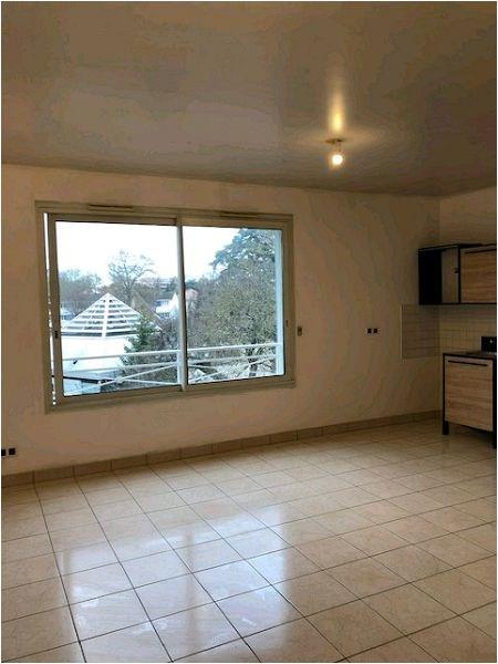 Rental apartment Crosne 634€ CC - Picture 1