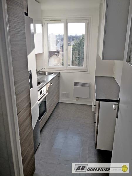 Rental apartment St cyr l ecole 930€ CC - Picture 5