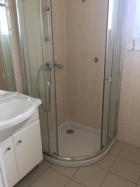 Rental apartment St jean d illac 850€ CC - Picture 3