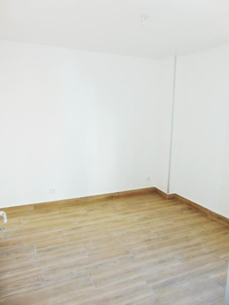 Rental apartment St denis 900€ CC - Picture 2