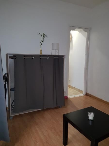 Alquiler  apartamento Paris 18ème 700€ CC - Fotografía 2