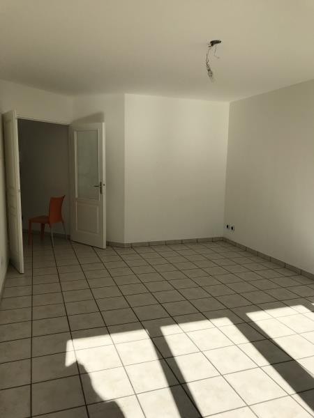 Rental apartment Villeurbanne 849€ CC - Picture 2