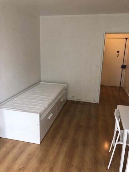 Location appartement Paris 20ème 870€ CC - Photo 5