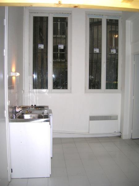 Locação apartamento Paris 18ème 650€ CC - Fotografia 2