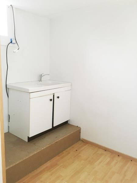 Rental empty room/storage Fougeres 670€ HT/HC - Picture 3