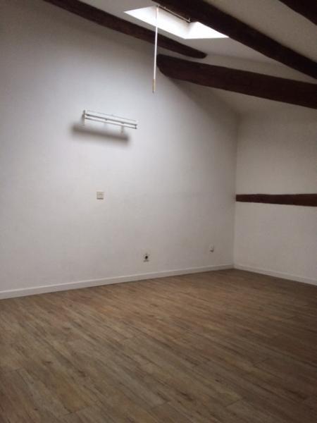 Rental apartment Fuveau 695€ CC - Picture 2
