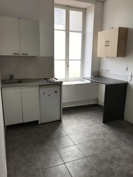 Location appartement Oullins 421€ CC - Photo 2